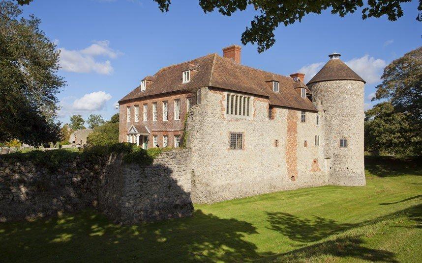 Замки выставленные на продажу венгерский дом
